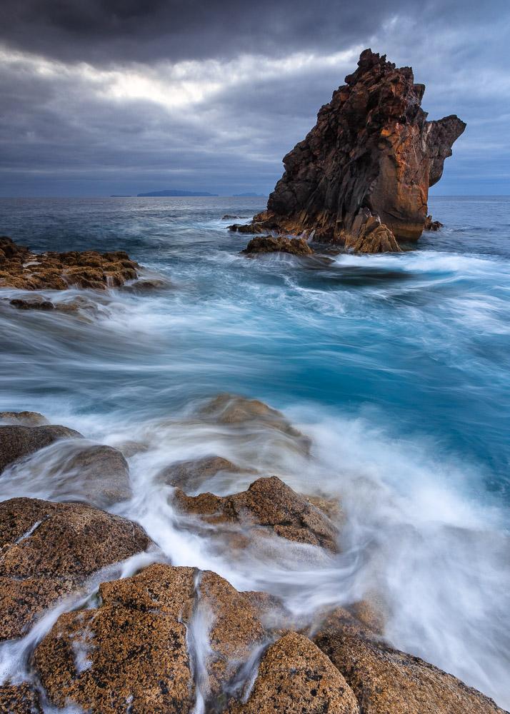 https://luisafonso.com/wp-content/uploads/2021/01/Madeira_IlheuStaCatarina-1481_1300_sRGB.jpg